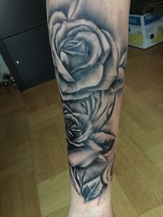 Black/grey Tattoo Roses arm