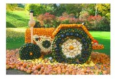 Tractor art installation made of pumpkins Halloween Pumpkins, Halloween Decorations, Fall Decorations, Halloween Celebration, Halloween Pictures, Pumpkin Decorating, Happy Fall, Installation Art, Pumpkin Carving