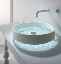 bathroom glass bottomed sink This futuristic sink you've never seen before. As usual sink design that takes form of sharing, ranging from basin bowl round, Lavabo Design, Sink Design, Bath Design, Glass Basin, Glass Bowl Sink, Glass Vessel, Chic Bathrooms, Dream Bathrooms, Deco Design