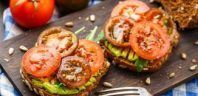 Avocado Toast with Tomatoes. Simple, healthy, and super tasty. Try this take on avocado toast with tomatoes the next time you're looking for a quick breakfast or a nutritious snack. Healthy Breakfast Recipes, Clean Eating Recipes, Healthy Cooking, Healthy Eating, Healthy Recipes, Easy Recipes, Nutritious Breakfast, Diet Recipes, Fixate Recipes