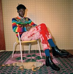Lensed by Glen Luchford for the new Gucci Pre-Fall 2017 campaign, red bleached velvet corduroy pants and a wool knit with patch details by Alessandro Michele. Gucci Fashion, Luxury Fashion, Fashion Brand, Gucci Pre Fall 2017, Glen Luchford, Ramses, Gucci Campaign, Afro, Gucci Models