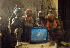 "cinematicwasteland: "" The Turtles from Secret Of The Ooze, standing around a television playing the first Turtle film. Mini Turtles, Ninja Turtles Art, Teenage Mutant Ninja Turtles, Cartoon Games, Manga Games, Power Rangers In Space, Dragon Ball, Warrior King, Live Action"