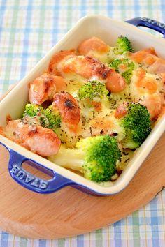 忙しい女性にとって、パパッとすぐ作れるクイックレシピは頼れる味方。そこで、覚えておいて損はない!簡単・時短で満足度の高いおかずレシピをまとめました。どれも美味しいおすすめレシピばかりです! Food Gallery, Good Food, Yummy Food, Oven Baked, Food Menu, Japanese Food, Bento, Broccoli, Food And Drink