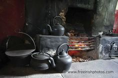 Peat fire inside an old thatched irish cottage Kitchen Words, Old Kitchen, Forest Cottage, Land Girls, Irish Cottage, Bothy, Cast Iron Cooking, Cottage Interiors, Rustic Style