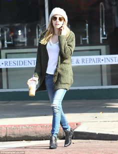 The 23-year-old actress downplayed her looks in hassle-free style, which looked both relaxed and fashionable
