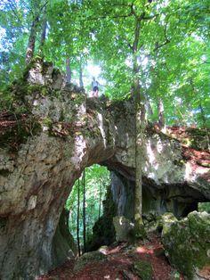 Trail Running at the caves of Streitberg. #Franken #Bavaria #Germany. More: http://trampelpfad.net/
