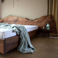 📣 It's time for MEGA Sales ! Let us give your bedroom the cozy warmth of a handmade live edge design. Country looks and a little bit of boho in a fine and unique combo. #milanode #furniture #bedroom #bed #kingsize #superkingsize #liveedge #solidwood #handmade #country #boho #unique #quality #design #decoration Bedroom Bed, Edge Design, King Size, Solid Wood, Beds, Cozy, Country, Live, Decoration