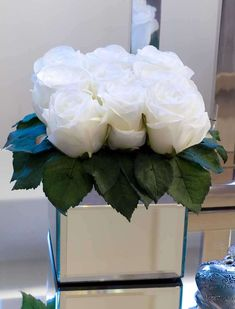 Roses in Mirror Vase - in off white | RTfact | Artificial Silk Flowers