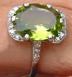 Peridot, my birthstone.this is a gorgeous ring! I Love Jewelry, Jewelry Rings, Jewelry Box, Jewelry Accessories, Vintage Jewelry, Fine Jewelry, Peridot Jewelry, Gemstone Jewelry, Peridot Rings