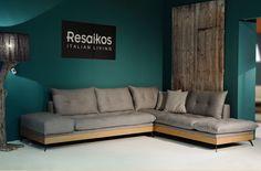 Καναπές γωνία HOLAND με ξύλινη μπαζα δρυος ,μαξιλάρια από πούπουλο χήνας, αποσυρόμενα, πλενόμενα, σε πολλές αποχρώσεις . Ο ορισμός του πιο αναπαυτικού καθίσματος, ύφασμα και ξύλο στην υπηρεσία του πιο απαιτητικού πελάτη. Outdoor Sectional, Sectional Sofa, Couch, Welded Furniture, Outdoor Furniture, Outdoor Decor, L Shape, Furniture Design, Lounges