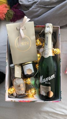 Idee Diy, Birthday Gifts, Champagne, Bottle, Beautiful Pictures, Gift Wrapping, Number, Craft Ideas, Gifts