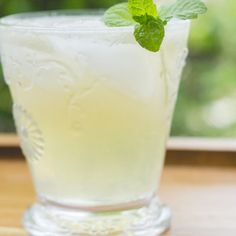 Searching For The Best Minty Green Tea Recipe That You Could Make From The Convenience Of Your House Extremely Conveniently. Here Is How To Make Minty Green. Green Tea Recipes, Summer Recipes, Cocktail Drinks, Alcoholic Drinks, Cocktail Club, Whiskey Drinks, Cocktail Parties, Cocktail Recipes, Peppermint Tea