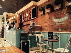 Decoración Coffee Shop. Proyecto Cafetería Vintage. Mobiliario Vintage. Silla y Mesas de Estilo Vintage Industrial. www.desvanvintage.com