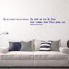 Stickers citation famille don de Dieu : On ne choisit pas sa famille. Ils sont un don de Dieu tout comme vous l'êtes pour eux de Desmond Tutu - http://www.stickhappy.com/stickers-citation-famille/253-stickers-citation-famille-don-de-dieu.html