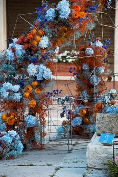 Our floral installation, En Plein Air, commissioned by The Courtauld Institute of Art during the 2019 Venice Biennale draws inspiration from The Courtauld's collection and the mastery of its creators.   En Plein Air is a bold and playful art piece that dramatically magnifies the beauty of an artists' individual brush stroke in striking monochromatic bursts of colour. @courtauld #venicebiennale #floralinstallation