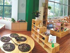 I really enjoyed the fact that it was design based on Reggio Emilia philosophy. The newest Hong Kong preschool with a Reggio Emilia Approach: EtonHouse International School opens in Classroom Layout, Classroom Setting, Classroom Design, Classroom Decor, Space Classroom, Modern Classroom, Classroom Organization, Reggio Emilia Classroom, Reggio Inspired Classrooms