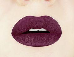 Cerise noire mate liquide rouge à lèvres. Brillant au par Aromi