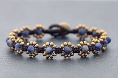 bracelet knotted sead beads flowers blue This uses beads and knots.csa