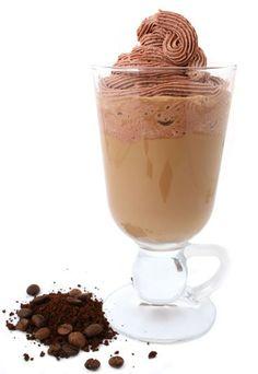 Kaffee-Rezepte: Kaffee-Creme - Kaffee-Rezepte - Ein tolles Dessert für alle Kaffee-Liebhaber! Essen keine Kinder mit, dann peppen Sie die Creme doch mal mit einem Schuss Rum auf. Für 4 Portionen brauchen Sie: 600 ml Milch...
