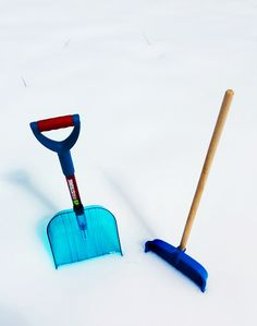 It's snowing again! No worries, you will handle that quite easily with this shovel - to make your Armstrong! It's Snowing, How To Make Snow, Shovel, Handle, Make It Yourself, Dustpan, Door Knob