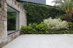 Tropical Urban Garden. #paisagismobyhanazaki #alexhanazaki #hanazaki #paisagismo #arquitetopaisagista #jardins #flor #flores #jardim #natureza #paisagista #landscapearchitect #gardening #landscapedesign #garden #flower