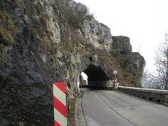 Straße zur Burgruine Wellheim im Landkreis Eichstätt, Tunnel - Category:Burg Wellheim