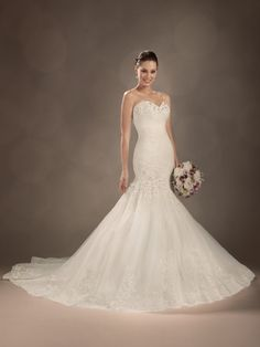 Charming Vintage inspired lace and detail coupled with a mermaid silhouette with hand-beaded New Wedding Dress bridal gown 2013(China (Mainland))