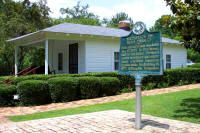 News: June 29, 2001 (Corinth, Mississippi) ~ Elvis's childhood home near the Elvis Presley Museum.