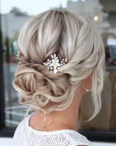 33 Awesome Curly Wedding Hairstyles To Fall In Love With ❤ wedding hairstyles for curly hair updo blonde with flower pin styles_by_reneemarie #weddingforward #wedding #bride #weddinghairstylesforcurlyhair #weddinghair #bridalbeauty Curly Hair Updo, Curly Wedding Hair, Wedding Hair Pins, Wedding Hairstyles For Long Hair, Bride Hairstyles, Bridal Hair, Curly Hair Styles, Bridesmaids Hairstyles, Wedding Bride