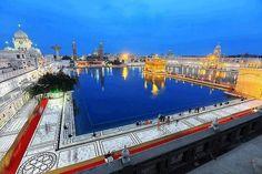 Golden Temple in Amritsar - Punjab, India Temple India, Hindu Temple, Golden Temple Wallpaper, Harmandir Sahib, Shri Guru Granth Sahib, Golden Temple Amritsar, India Architecture, Amazing India, Varanasi