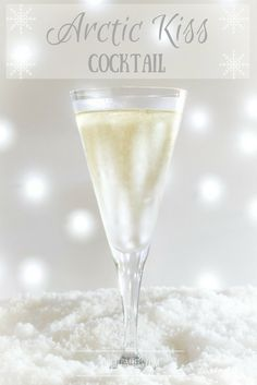 This Arctic Kiss cocktail is going to be my cocktail of the festive season! It only has two ingredients and requires nothing fancier than a glass to serve. #cocktails #cocktailhour #festivecocktail #christmasparty #hedgecomber