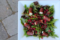 Salad with pomegranate and dates with goat cheese and parma ham // Salat med granatæble og dadler med gedeost og parmaskinke - anna-mad. Parma Ham, Goat Cheese, Pomegranate, Starters, Cobb Salad, Pesto, A Food, Tapas, Christmas Wreaths