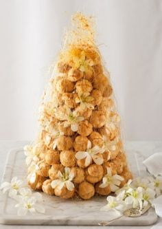 A croquembouche or croque‑en‑bouche is a French dessert consisting of choux pastry balls/cream puffs piled into a cone and bound with threads of caramel. In Italy and France, it is often served at weddings French Wedding Cakes, Cake Wedding, Cake Recipes, Dessert Recipes, Desserts, Choux Pastry, Profiteroles, Eclairs, Food Articles