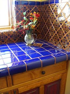 Beautiful New Mexico style! We love these bright, contrasting kitchen counter tops. Spanish Bathroom, Spanish Style Bathrooms, Spanish Style Homes, New Mexico Style, New Mexico Homes, Mexico House, Mexican Hacienda, Hacienda Style, Southwest Decor