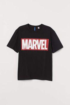T-shirt with Printed Design - Black/Marvel - Men Marvel Clothes, Printed Polo Shirts, Marvel Shirt, Man Thing Marvel, T Shirt Diy, Tee Shirt, Quality T Shirts, Fashion Company, Funny Tshirts
