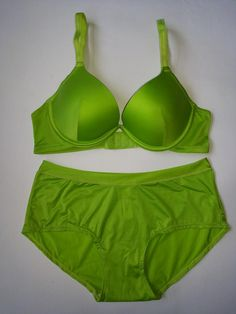 Bra set with panty Amitie Light green available size 32B/S, 32C/S, 34A/M, 34B/M, 34C/M, 36A/L, 36B/L, 36C/L, 38A/XL, 38B/XL, 38C/XL. Busa push up sedikit level 1, pakai kawat. Bahan nylon spandex halus. Price Rp 80.000/set.
