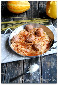 Spaghettis aux boulettes {façon one pot pasta} - La main à la pâte Pots, Spaghetti, One Pot Pasta, Facon, Ethnic Recipes, Casseroles, Risotto, Tagliatelle, Noodles