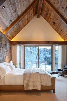 Paneled Ceiling Design Ideas. Gorgeous paneled ceiling in this bedroom. #PaneledCeilingDesign #Panelling #Interiors