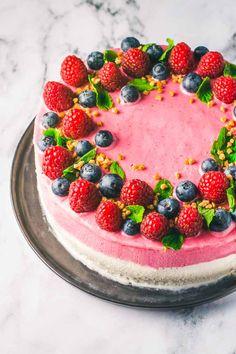 Is og mousse Camo Wedding Cakes, White Wedding Cakes, Dragon Cakes, New Year's Food, Cake Wrecks, Cake Photography, Cute Desserts, Novelty Cakes, Rocky Road