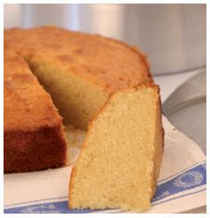 The classic pound cake is an all-time favourite, with its many different variations. It originally had all the main ingredients measured in pounds. Round Cake Pans, Vanilla Essence, Dessert Recipes, Desserts, Pound Cake, Kitchen Recipes, Cornbread, Oven, Vegetarian