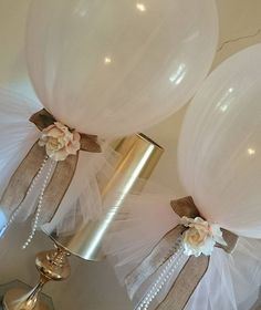 a way to make balloons an appropriate wedding decoration Tulle Balloons, Confetti Balloons, Balloon Garland, Balloon Decorations, 60 Wedding Anniversary, Anniversary Parties, Wedding Themes, Our Wedding, Wedding Decorations