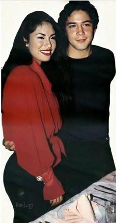 Selena Pics, Selena Pictures, Selena Quintanilla Perez, Selena And Chris Perez, Mexican People, Beautiful Couple, Thalia, Beyonce, Role Models