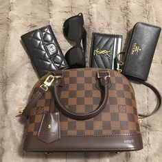 2019 New Louis Vuitton Handbags Collection for Women Fashion Bags Must have it Source by lecatherine bag collection Louis Vuitton Alma, Vintage Louis Vuitton, New Louis Vuitton Handbags, Louis Vuitton Taschen, Vuitton Bag, Luxury Handbags, Louis Vuitton Speedy Bag, Purses And Handbags, Louis Vuitton Monogram