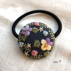 Embroidery On Clothes, Learn Embroidery, Embroidery Patterns, Brooches Handmade, Button Crafts, Hair Ornaments, Clay Art, Craft Fairs, Hand Stitching