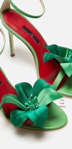 Red Poppies, Christmas Colors, Green Wedding, Emerald Green, Red Green, Red Color, Stiletto Heels, Red And White, Kitten Heels