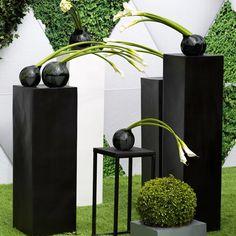Тумбы белые и чёрные, каркасные, а также вазы для цветов, все доступно для аренды! Для уточнения деталей и оформления заказа звоните по телефонам, указанным в профиле! #sjdecor #shakirovajulia #shakirova_studio #decormoscow #декор #шакирова #студиядекора #декормероприятий #оформлениесвадьбы #декорсвадьбы #свадьба #декорресторана #оформлениересторана #арендадекора #weddingdecor #свадебныйдекор #rentaldecoration #арендатекстиля #арендадекора #weddinginspiration #weddingtable #banguet…