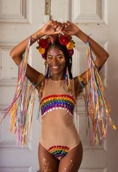 Looks incríveis para o Carnaval 2019 - Rio Model Management Music Festival Outfits, Festival Costumes, Festival Fashion, Carnival Outfits, Carnival Costumes, Halloween Costumes, Diy Carnaval, Festival Sunglasses, Sparkle Outfit