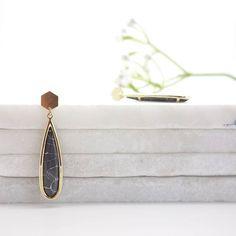 ✖SOON JANE LONG EARRINGS✖ Bientôt disponible une petite paire de la nouvelle collection Marble qui sortira prochainement en ligne ❤😍 Belle soirée . . . #giselb #marble #ss17 #jewelry #jewels #love #lifestyle #flower #handmade #artisanat #designer #frenchdesigner #frenchbrand #fashion #mode #accessories #deco #shop