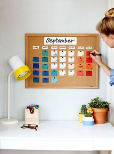 DIY paint chip calendar for back to school craft! DIY paint chip calendar for back to school craft! DIY paint chip calendar for back to school craft! Paint Chip Calendar, Calendrier Diy, Diy Kalender, Back To School Crafts, School Painting, Paint Chips, Diy Painting, Diy Home Decor, Diy And Crafts