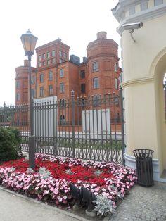 Teren pałacu Herbsta z widokiem na zakłady Scheiblera, Łódź, Poland